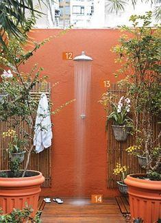 Refreshing Outdoor Shower Designs You'll Adore - Modern Outdoor Bathrooms, Outdoor Baths, Indoor Outdoor, Outdoor Decor, Small Gardens, Outdoor Gardens, Outdoor Spaces, Outdoor Living, Outside Showers