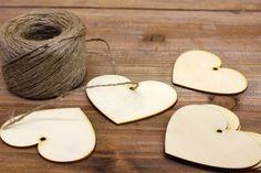 Καρδιά Ξύλινη WI4445  Ξύλινο ταμπελάκι σε σχέδιο καρδιά. Διαστάσεις: 2mm x 7cm Η συσκευασία περιέχει 10 τεμάχια.