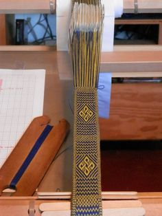 This tablet weaving pattern is woven using two colours and depicts a bowen cross. To keep the pattern twist neutral, the pattern includes both directions.Note: this pattern is sold for personal use only. Inkle Weaving, Weaving Tools, Inkle Loom, Card Weaving, Weaving Projects, Weaving Art, Tablet Weaving Patterns, Weaving Textiles, String Crafts