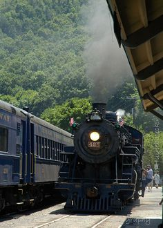 Steam Engine 425, built in 1928. 7/4/2010 at Lehigh Gorge Scenic Railway in Jim Thorpe, PA