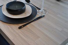 Matchende spisebord i heltre ask brunkjerne med hvit OSMO hardvoksolje | Corinor