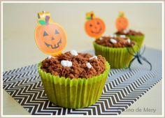 Esta segunda receta para Halloween esta riquísima, esta jugosa y con un sabor increíble. Son unos cupcakes o magdalenas (como prefiráis) con calabaza y especias. Igualmente para adornar puse bizcoc…