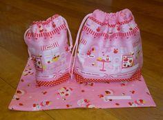 ランチマット(30×25cm)お弁当袋(26cm×22cm)コップ袋(15cm×16cm)のセットです。小さなお子さんでも...|ハンドメイド、手作り、手仕事品の通販・販売・購入ならCreema。