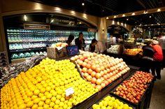 갤러리아 고메이 494의 신선한 과일들이 진열된 베지터블 가든 전경