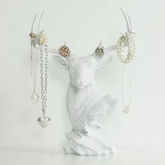 Deer Necklace Rack by Wall Charmers™  White von WallCharmers