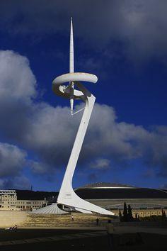 redhousecanada:    Torre de Comunicacions de Montjuïc (via guen-k)
