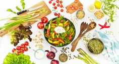 Sol, sommer og salat. Ren nytelse! Her finner du fristende oppskrifter på middagssalater å ty til. Lett å lage og lett å spise!