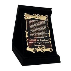 Cutiuta de catifea neagra, cu o placuta metalica gravata cu un mesaj special pentru iubitul sau sotul dvs. Drinks, Teal Tie, Drinking, Beverages, Drink, Beverage