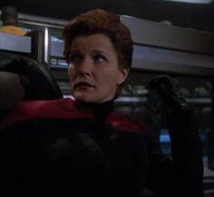 """Star Trek: Voyager screencap--""""Living Witness""""...Remember evil, gloved, pompadoured Captain Janeway?  HBIC!"""