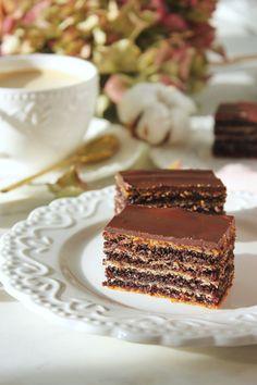 Mákos-feketeribizlis zserbó | Ízből tíz Sweets Cake, Vanilla Cake, Tiramisu, Vegetarian Recipes, Cheesecake, Food And Drink, Cookies, Eat, Ethnic Recipes
