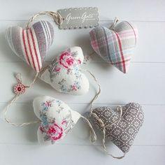 Миленькие гирлянды из сердечек для украшения окон, изголовья кровати или детской! Две расцветки!
