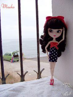 Maeko y una ventana al mar   Flickr: Intercambio de fotos