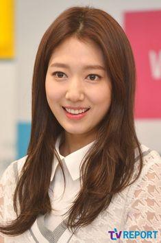 Park ShinHye #박신혜 150430 : [T포토] 박신혜 '잡티 하나 없는 꿀피부' | Daum 연예