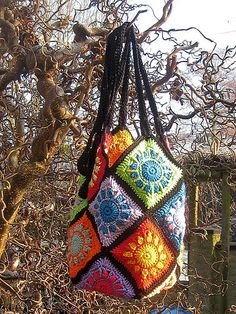 Great tote bag crocheted with sunbeam granny squares - free pattern - I think @Emily Sparks might dig this.