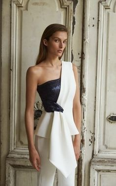 Sequin One Shoulder Bustier Top by Safiyaa Resort 2019 Haute Couture Style, Couture Tops, Couture Fashion, Bustier Top, Bustiers, Fashion Show, Fashion Outfits, Fashion Design, Simple Dresses