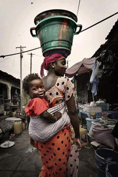 Fortaleza africana #photography The little baby is honestly one of the most adorable things I've ever seen. It made my day