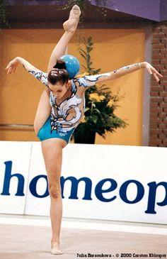 Yulia Barsukova rhytmic gymnastic Rhythmic Gymnastics Training, Gymnastics Competition, Acrobatic Gymnastics, Gymnastics Workout, Sport Gymnastics, Olympic Gymnastics, Amazing Gymnastics, Gymnastics Photography, Gymnastics Pictures