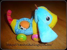 HildeM - lykkelig med liten: Ny valp og giveaway Giveaway, Dinosaur Stuffed Animal, Christmas Ornaments, Toys, Holiday Decor, Animals, Activity Toys, Animaux, Christmas Ornament