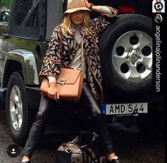 #people #Repost @angelinajolinanderson • Behind the scenes with handbag by @magriofficial #WorldTraveler #sweden #editorial #magri_handbags #keepitchic #magri #CreativeInnovation #CraftedinFlorence #ItalianStyle #TimelessElegance #Sophisticated #MadeInIta