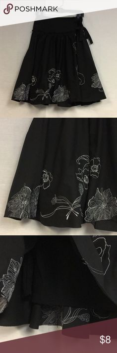 """✨Supercute✨knee length full skirt ✨Supercute✨knee length full skirt with floral embroidery detail, zipper at waist and elastic panel with tie ribbon for decoration. Tag says size small, waist fits up to 29"""" , 25"""" Long fully lined 100% cotton by Doki-Geki Doki-Geki Skirts A-Line or Full"""