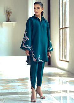 Pakistani Fashion Party Wear, Indian Fashion Dresses, Indian Designer Outfits, Pakistani Outfits, Designer Dresses, Fashion Outfits, Pakistani Clothing, Fancy Dress Design, Fancy Blouse Designs