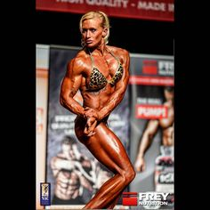"""Thx @freynutrition @andy_frey für die fantastischen Wettkampf Bilder!  Heute morgen war ich so leicht wie lange nicht mehr... 61kg... """"Großbaustelle Bauch"""" bleibt endlich flach! Yes nächstes persönliches Ziel erreicht!  #goldencage #goldenerkäfig BIG LOVE BB #alphatraum !Strong girls... davon träumen nur Alpha's! #alpha #healthy #love #bodybuilding #sweet #beauty # beast #sexy #hard #workout #bikini #fun #power #fitness #muscle #gym #train  #photooftheday #health #insta#body #strong…"""