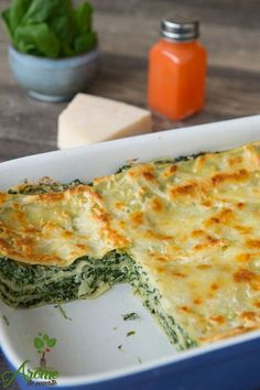 Lasagna with spinach and ricotta - Flavors story Ricotta Recipes Healthy, Vegetarian Recipes, Pasta Dishes, Food Dishes, Food Design, Baby Food Recipes, Cooking Recipes, Health Dinner, Good Food