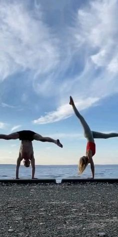 Schaut im blog vorbei 🧘♀️ Yoga Routine, Bodybuilding, Meditation, Pose, Namaste, Running, Sports, Blog, Sport
