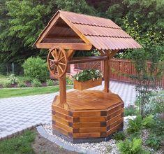30 kreatívnych nápadov, ako zakomponovať do záhrady studňu - sikovnik.sk Wishing Well Garden, Wishing Well Plans, Backyard Projects, Wood Projects, Garden In The Woods, Home And Garden, Garden Tool Storage, Garden Fountains, Diy Patio