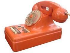 Migliavacca-amp-Bisi-rarissimo-telefono-centralino-anni-039-50-museo-tecnicaelettrica Vintage Phones, Vintage Telephone, Vintage Cameras, Radio Record Player, Record Players, Orange Clocks, Telephone Exchange, Antique Phone, Retro Phone