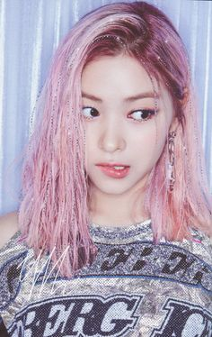 Korean Hairstyle Women: Korean women are creative when it comes to hairstyling. Koreans have made their mark in the beauty industry over the world. Kpop Girl Groups, Korean Girl Groups, Kpop Girls, Bts K Pop, Korean Hairstyles Women, Kpop Hair, Grunge Hair, Pink Hair, Girl Crushes