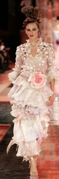 Christian Lacroix Haute Couture Spring-Summer ♥ ///// Swaths of pink dreamines. - Christian Lacroix Haute Couture Spring-Summer ♥ ///// Swaths of pink dreaminess. Christian Lacroix, Christian Christian, Dior Haute Couture, Couture Fashion, Fashion Moda, Fashion Week, High Fashion, French Fashion, Beautiful Gowns