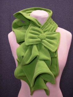 Ruffled Fleece Scarf (is it just me or does the bow give this scarf a Dr Seuss quality?)