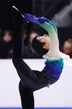 SKATE CANADA 2016 FP<<I just used a gif of this Spin in this performance in my A&P report! There's Yuzu being more flexible than I could ever hope to be... << Beilman Spin