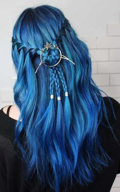 Are you looking for dark blue hair color for ombre and teal? See our collection full of dark blue hair color for ombre and teal and get inspired! Pretty Hair Color, Hair Color Blue, Hair Dye Colors, Bright Blue Hair, Coloured Hair, Coloured Braids, Dye My Hair, Rainbow Hair, Rainbow Unicorn