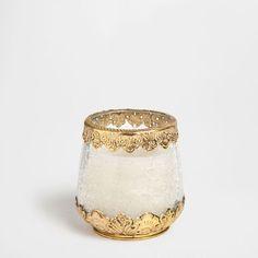 Transparentes Windlicht mit goldenen Details