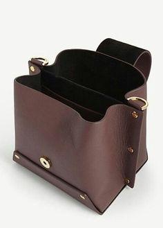 ᶜᴼᶠᶠᴱᴱ & ᶜᴴᴼᶜᴼᴸᴬᵀᴱ brown #leatherbagsmen