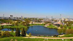 sehen sind der Olympiapark, der See und das Olympiastadion,