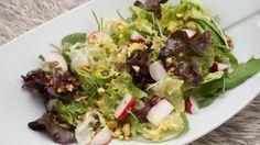 Receta de Ensalada de lechugas variadas, rabanitos y pistachos