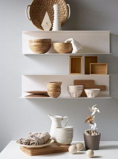 Minimalist decor can give a relaxing openness to any space - new IKEA shelves BOTKYRKA Pink Shelves, Ikea Shelves, Metal Shelves, Kitchen Shelves, Open Shelving, White Shelves, Kitchen Backsplash, Diy Kitchen, Kitchen Storage
