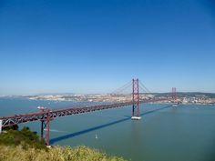 Puente 25 de abril. Ponte 25 de Abril. Estuario del río Tajo en Lisboa. Es el puente colgante más largo de Europa. © 2016 Miguel A. Adam