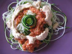 Spaghetti de Courgettes au Pesto et à la Sauce Tomate Sauce Tomate, Waffles, Breakfast, Ethnic Recipes, Food, Zucchini Pesto, Fishing Line, Morning Coffee, Eten