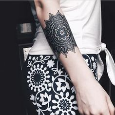 This bewitching arm cuff. | 43 Black Ink Tattoos That Will Awaken You Sexually
