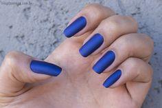 Esmalte azul fosco LaFemme, unhas da Jeru