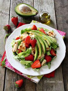 Insalata di Pollo con Fragole e Avocado