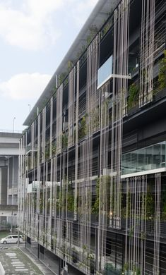Here we have undertaken a green wall project for a newly opened multi-storey car park in the coastal area of Nagoya, which has seen an increase in. Parking Building, Building Facade, Parking Lot, Building Design, Green Architecture, Residential Architecture, Architecture Details, Shop Facade, Facade House