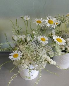 Rustic-chic white flowers
