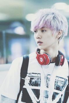 Exo luhan... I love his purple-pink hair <3 but I guess it won t come out good on me ...