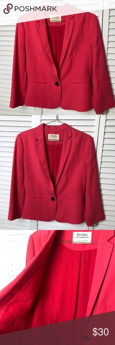 """Shoulder Padded Tailored Blazer - Medium Bershka Salmon Coral Blazer - Zara's younger sister store, now available in the US as well.  Mid-length, 3/4 sleeves, padded shoulders, new without tags. Perfect attention to details. Office / Casual look.  The tag says Large, but it runs small. It will fit a Medium size  Length : 21"""" Sleeves : 21.5"""" Bust: 18.5"""" Bershka - Zara Jackets & Coats Blazers"""