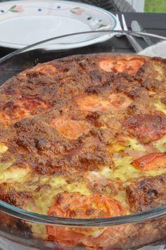 Ovnbagt æggekage med feta, skinke og tomat